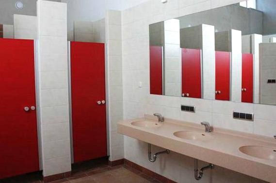 Waschraum und Toiletten