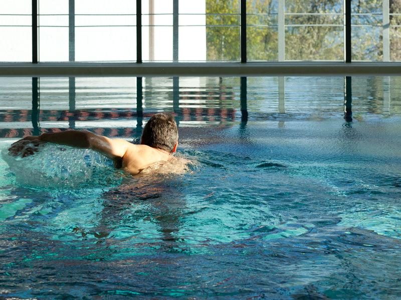 Wellness - Hallenbad schwimmen