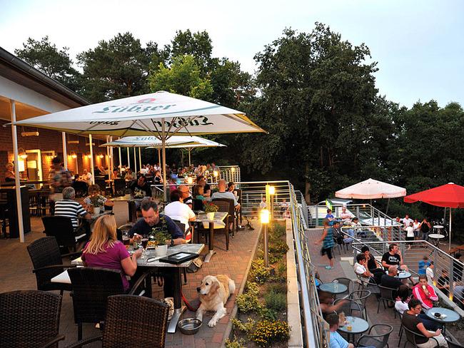 Restaurant Havelberge - Terrasse am Abend