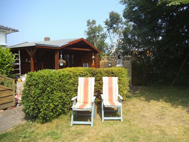 Garten - Stühle und Häuschen