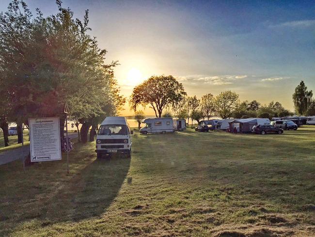 Campingplatz am Morgen