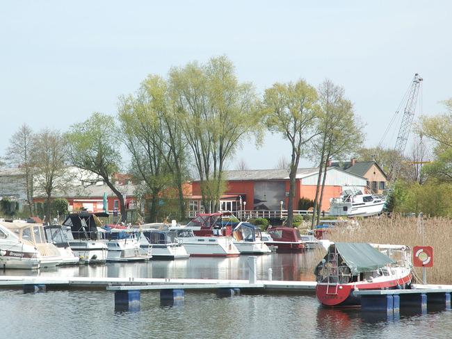 Yachthafen - Boote & Restaurant