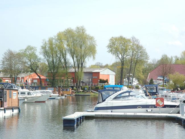 Yachthafen - Liegeplaetze, Restaurant