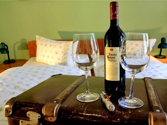 Doppelzimmer - Wein, Koffer