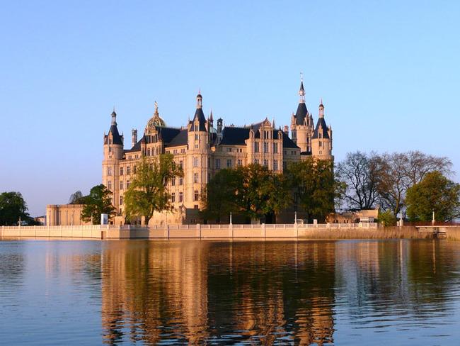 Schweriner Schloss mit Burgsee