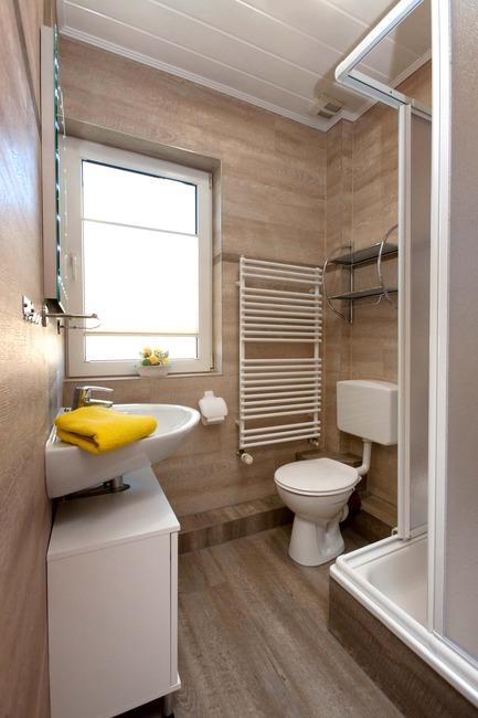 Bad mit Dusche und WC - Ferienwohnung Nils Boltenhagen