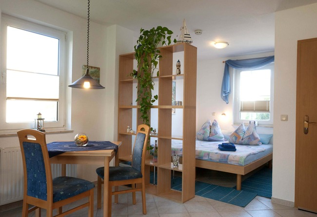Essecke mit Schlafraum - Appartement im Ferienhaus Nils Boltenhagen