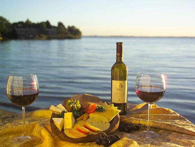 See - Wein und Käse am Schweriner See