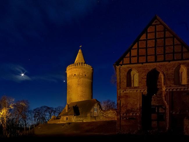 Burganlage - Abendansicht