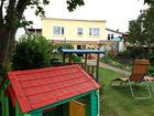 Spielhaus und Sandkiste für die Kleinen