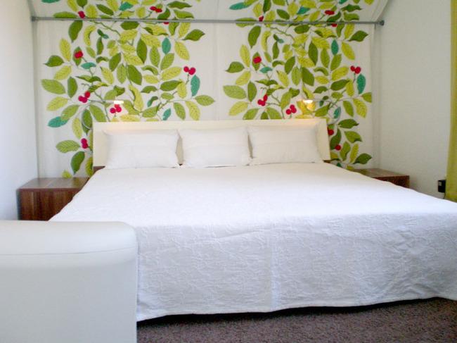 Fewo Plau Schlafzimmer mit großem Doppelbett
