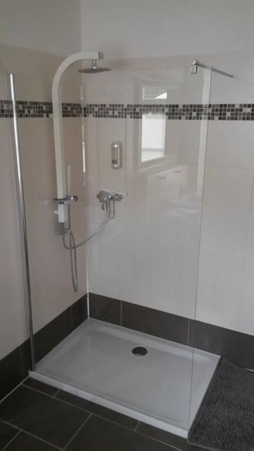 Fewo Weisin modernes Badezimmer mit Dusche