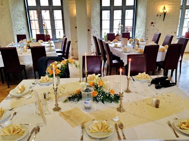 festliche Hochzeitstafeln im Restaurant