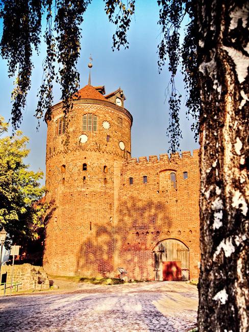 Backsteinturm mit Museum aus der Zeit um 1300