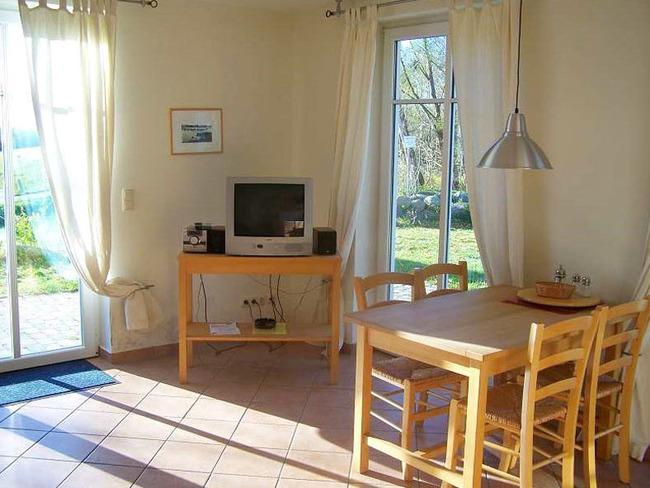 Ferienwohnung mit Esstisch, Fernseher,CD-Player und Terrasse