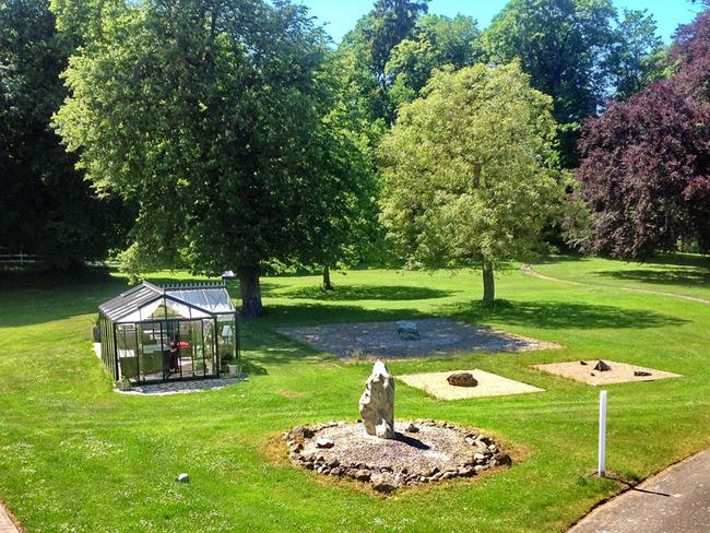Blick auf dem Park mit Pavillon