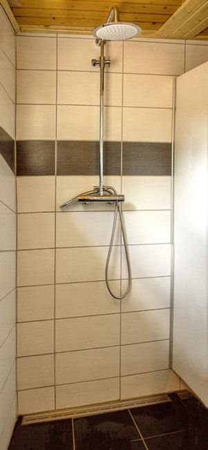 helle Dusche in unserem Sanitärgebäude