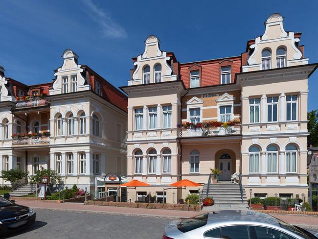 Hotel Villa Auguste Viktoria mit Eingang und Sonnenterrasse
