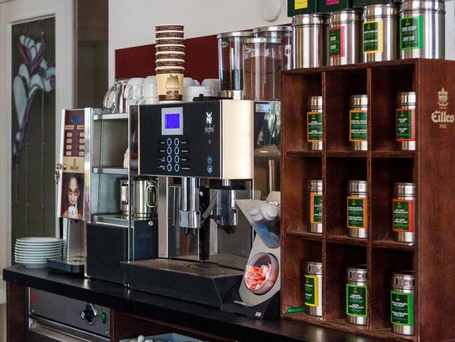 Kaffeebar und exquisite Teesorten im Conditorei-Café
