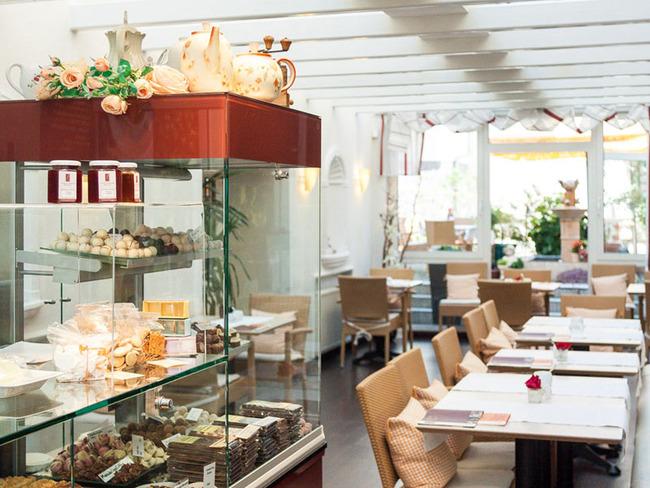 Wintergarten mit Kuchen- und Schokoladenspezialitäten