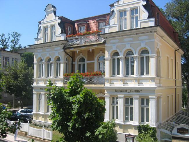 Frontansicht der Villa Auguste Viktoria mit Wintergarten von oben