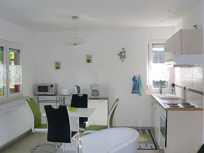 Ferienhaus voll ausgestattete Küche mit Sitzecke