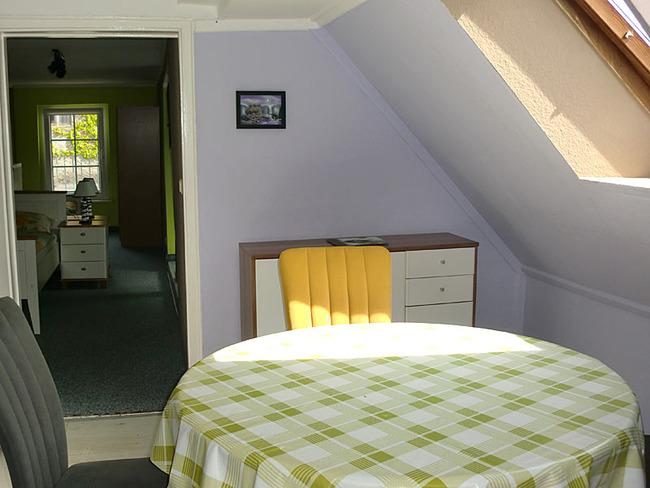 Fewo Essecke mit Durchgang zum Schlafzimmer