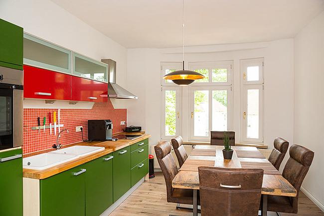 App Seepromenade Küche mit Esstisch