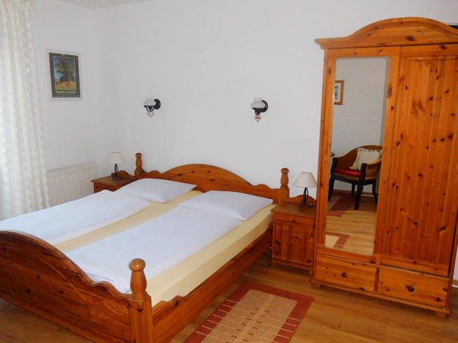 App. 20m² - Doppelbett (1,80m breit) und Kleiderschrank