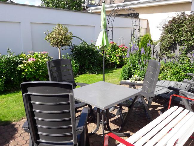 App. 34m² - Terrasse mit kleinem Garten und Sitzgelegenheiten
