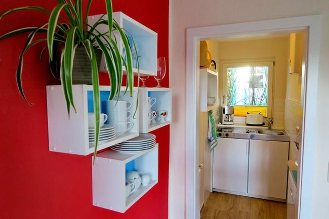 kleine Pantry-Küche mit kompletter Ausstattung
