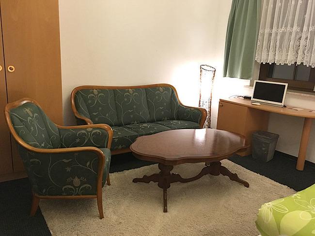 Sitzecke im Zweibettzimmer Nr. 3