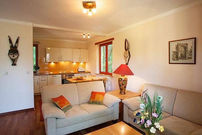 Fewo Ahorn - Wohn- und Esszimmer mit Küche