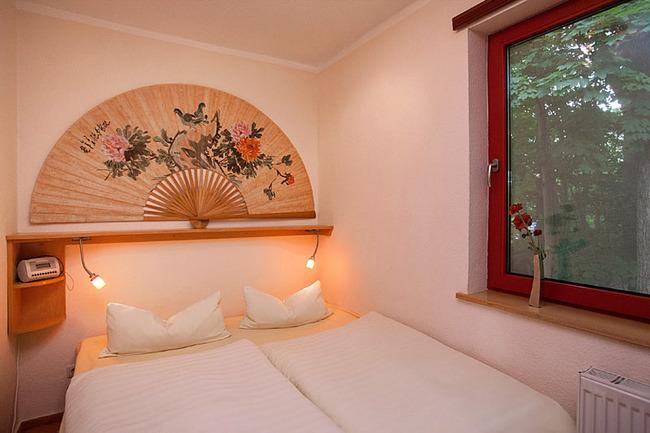 Fewo Eiche  - Schlafzimmer mit Doppelbett