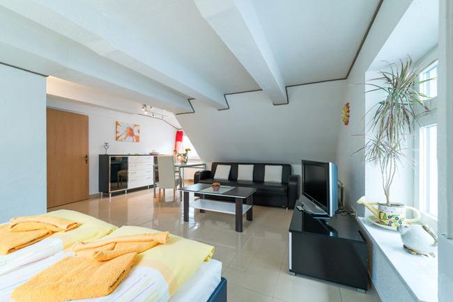 Couchecke mit TV im Comfort Doppelzimmer