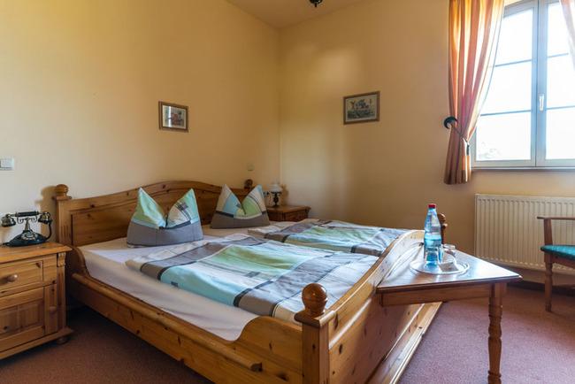 gemütliches Doppelzimmer mit Doppelbett