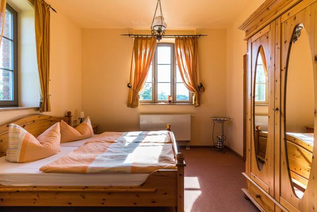 Doppelbett & Kleiderschrank