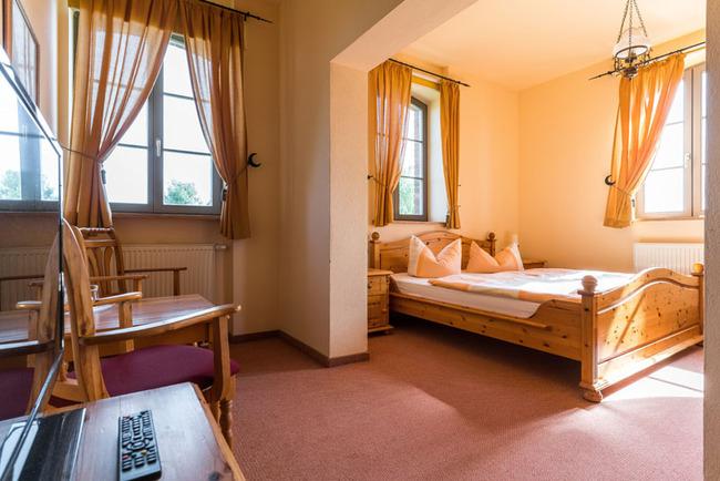 Komfort Doppelzimmer mit Blick auf den Weiher