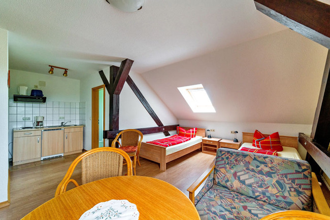 Ferienwohnung 4 mit Küchenzeile und 2 Einzelbetten