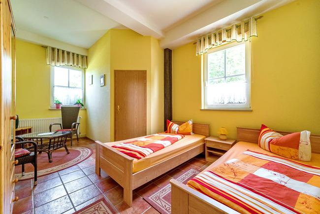 Ferienzimmer 1 für 2 Personen mit getrennt stehenden Betten