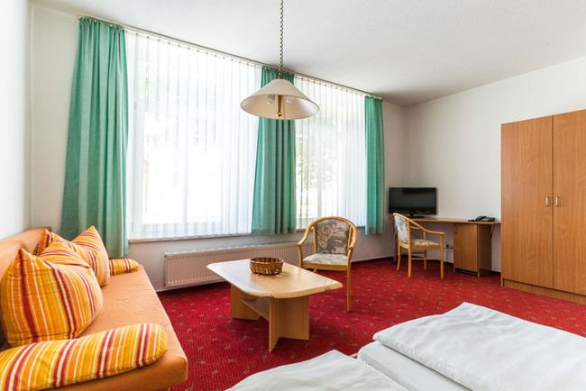 gemütliches Doppelzimmer mit Wohn- und Schlafbereich