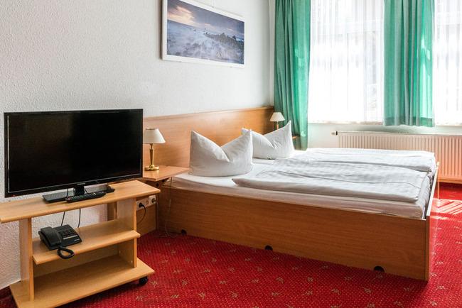 Doppelzimmer mit TV und Doppelbett