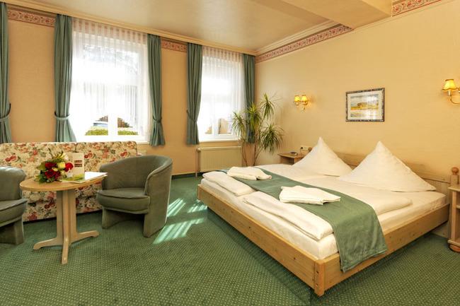 DZ mit Bett und Sitzecke
