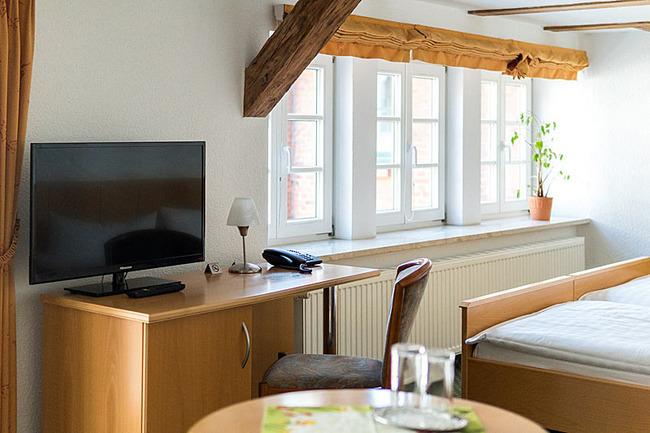 Flat-TV im Doppelzimmer