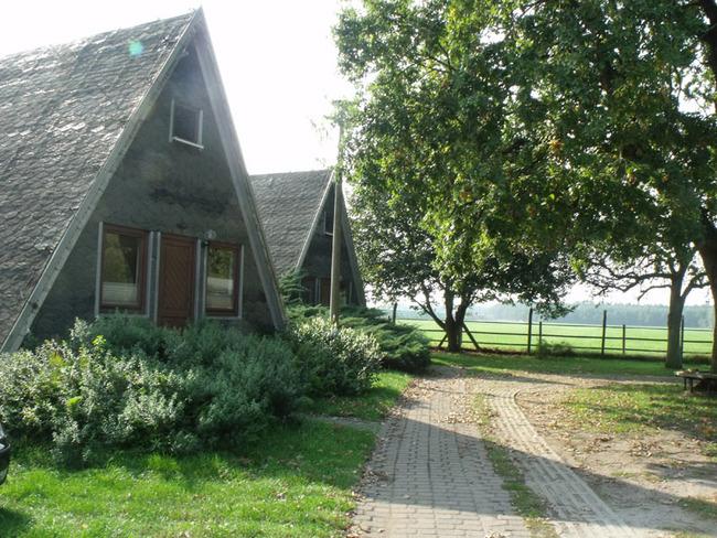 Finnhütten - Aussenansicht mit Zufahrt