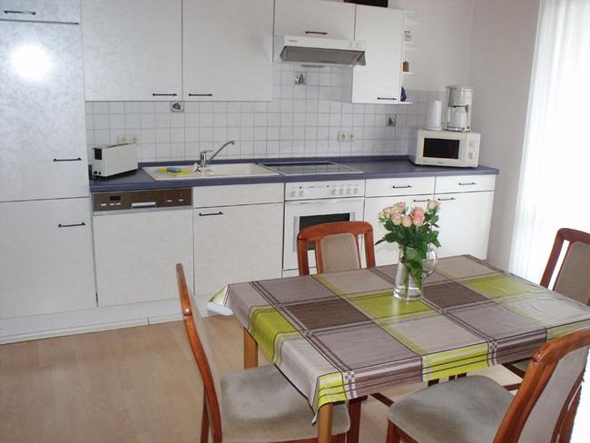 Ferienwohnung - Küche mit Esstisch