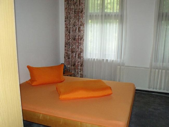 Ferienwohnung - Schlafzimmer mit Doppelbett