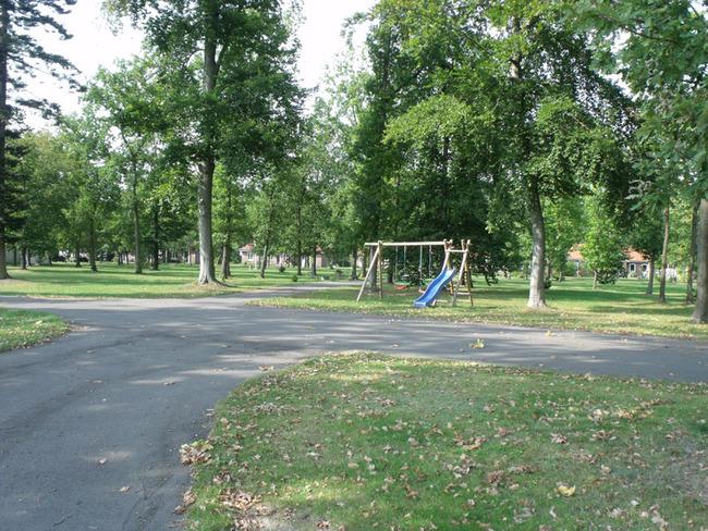 Parkanlage mit Spielplatz