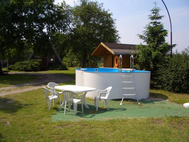 Pool auf dem Gelände der Ferienanlage