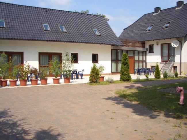 Ferienwohnungen mit Terrasse und Gartenmöbel